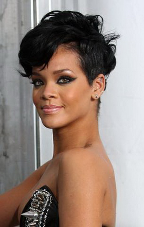 Frauen mit kurzen haaren