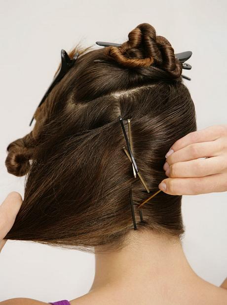 Festliche hochsteckfrisuren mit anleitung drehen sie nun ihre haare