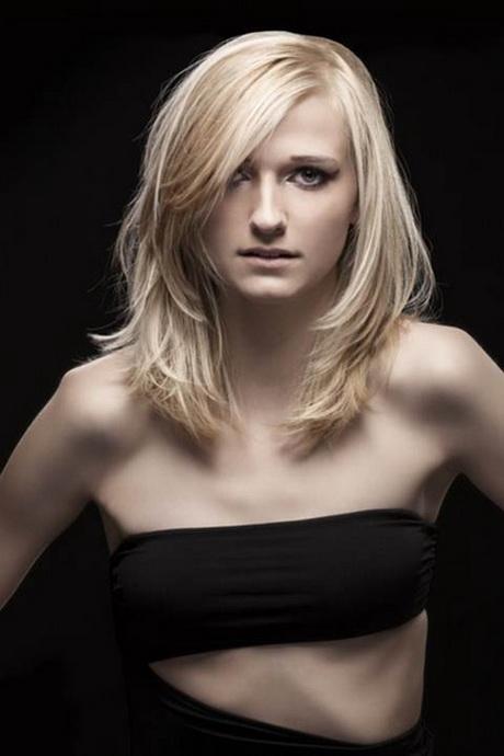 Stufenschnitt Mittellange Haare Haarschnitte Damen Mittellang