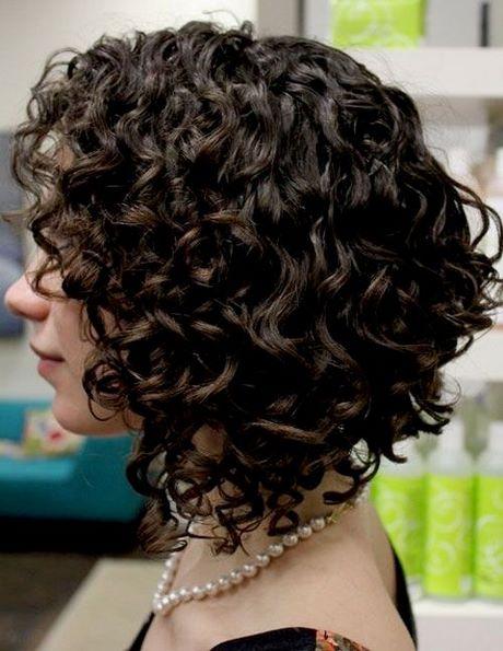 naturlocken frisuren halblang