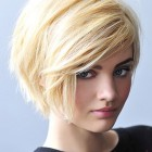Blonde frisuren halblang